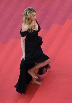 Julia Roberts monte ses premières marches du Festival de Cannes… à pieds nus   Cinéma - lesoir.be