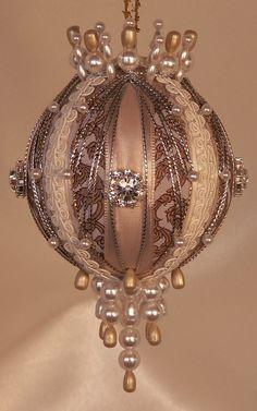 Прекрасные ёлочные шары в викторианском стиле от Jeanne Barnett - Ярмарка Мастеров - ручная работа, handmade