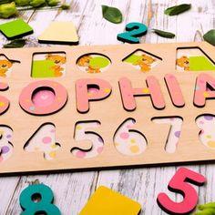 Персонализированные Baby Girl Название головоломки Деревянное | Etsy Jigsaw Puzzles For Kids, Puzzles For Toddlers, Fun Games For Kids, Wooden Puzzles, Diy For Kids, Gifts For Kids, Wooden Letters, First Birthday Gifts, First Birthdays