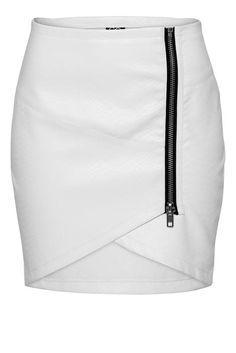 Resultado de imagem para falda con corte asimetrico a un costado