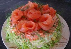 Новогодний салат с морским ассорти, кукурузой и картофелем / Простые рецепты