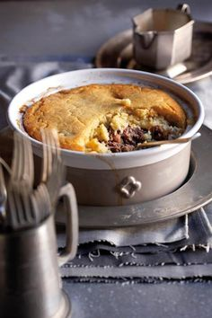Low Unwanted Fat Cooking For Weightloss Springbokpastei Met Slapdeeg-Kors Sarie Junie 2010 Venison Pie, Venison Recipes, Beef, South African Dishes, South African Recipes, Best Dessert Recipes, Fun Desserts, Yummy Recipes, Dinner Recipes