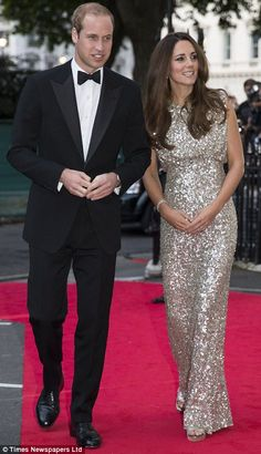 Kate Middleton the Duchess of Cambridge glitters in floor-length silver sequins by Jenny Packham as she attends first red carpet event since birth of Prince George Style Kate Middleton, Kate Middleton Dress, Kate Middleton Prince William, Prince William And Catherine, Lady Diana, Duke And Duchess, Duchess Of Cambridge, Vestidos Kate Middleton, Duchesse Kate