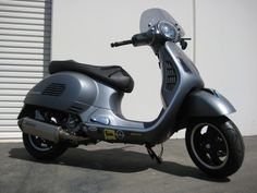 Modern Vespa : Teaser: Akrapovic exhaust on Matte Grey 2011 GTS 300 Super