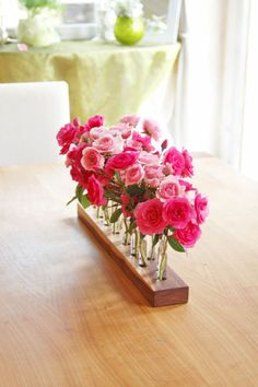 """""""Die etwas andere Vase aus Holz und Glas."""" Diese Vase wurde aus Nussbaum gefertigt und gibt Platz für 14-28 Blumen oder Gräser. Die Bilder zeigen..."""
