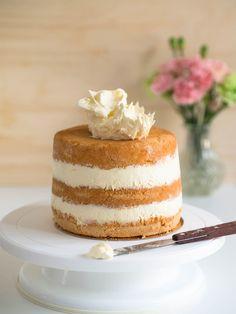 Ananasmousse (korkean kakun täytteeksi) helppo ja herkullinen kakkumousse muuntautuu moneksi vaihtamalla hedelmäsoseen marjoihin!