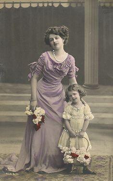 Vintage Ladies Cabinet Cards (140)