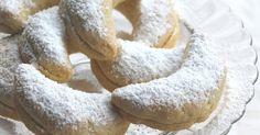 Con questi candidi biscotti dal ripieno tipicamente natalizio, fichi, frutta secca e arance, vorrei augurarvi un sereno Natale e gior...