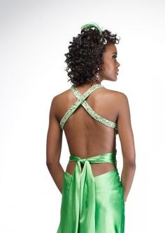 The back of this dress is RIDONKULOUS! So cute.