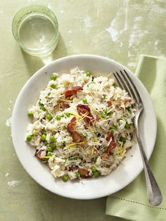 Risotto is made easy with this bacon and pea risotto recipe that can be prepared in 35 minutes. #bacon #risotto