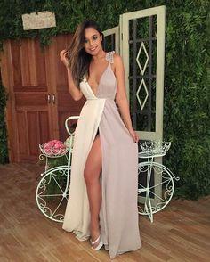 O Dress Chloe é feito com tecido de crepe de seda importado, com forro duplo especial que não marca.