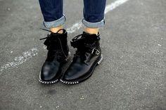 Duelo de botines Saint Laurent: su nuevo calzado crea adicción http://www.creativeboysclub.com/wall/creative