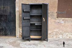 GENTLEMEN DESIGNERS Armoire style indus, meuble métal, année 50, 2 portes