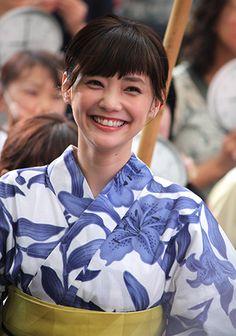 Female Pose Reference, Japan Model, Female Poses, Yukata, Cute Woman, Diva, Kimono, Entertaining, Smile