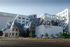 Это Центр здоровья мозга Лу Руво в Лас-Вегасе (США), построенный по проекту знаменитого архитектора-деконструктивиста Фрэнка Гери.