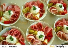"Obložená a oblíbená ""ruská vejce"" recept - TopRecepty.cz Caprese Salad, Holidays And Events, Catering, Deserts, Tacos, Food And Drink, Dinner Recipes, Pizza, Cooking Recipes"