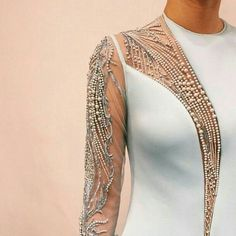 Find tips and tricks, amazing ideas for Spring couture. Discover and try out new things about Spring couture site Couture Details, Fashion Details, Look Fashion, High Fashion, Womens Fashion, Fashion Design, Peplum Outfit, Dress Outfits, Embroidery Dress