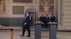 Premier Rutte laat Obama de Acte van Verlatinghe zien. De Acte werd op 26 juli 1581 ondertekend in Den Haag. Het was de officiële verklaring van een aantal Nederlandse provinciën, waarin Filips II werd afgezet als hun heerser. Het kan dus worden gezien als de Nederlandse onafhankelijkheidsverklaring. Deze daad volgde op de Unie van Utrecht in 1579.