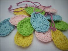 Easy Easter egg crochet pattern - for the Easter tree!