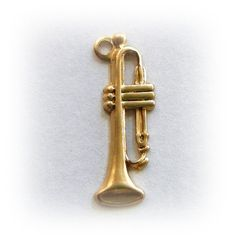 10 Musical Instrument TRUMPET Brass Charms and Jewelry Findings (BG)
