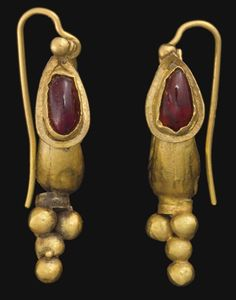 A PAIR OF ROMAN GOLD AND GARNET EARRINGS CIRCA 2ND CENTURY A.D.