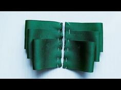 Laço de Fita de Gorgurão / Laço Perfeito / Sandra Monteiro - YouTube Sewing Basics, Youtube, Ribbon, Videos, Fashion, Head Bands, Grosgrain Ribbon, Satin Bows, Ribbon Hair Ties