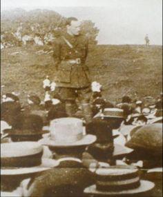 Patrick Pearse addressing a meeting of Volunteers. (Courtesy of the Irish Volunteer website). Irish Republican Brotherhood, Joining The British Army, Ireland 1916, Celtic Images, Irish Independence, Easter Rising, Prison Life, Irish Pride, Irish Celtic