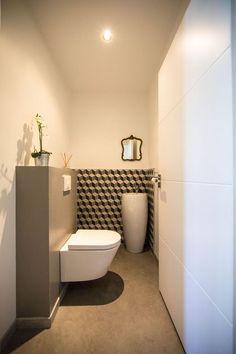 Le couloir dessert également un WC