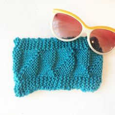 Knit this quick n chic sunglass case to keep your shades scratch free this summer!