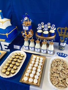 Resultado de imagen para royal blue gold and white baby shower Royal Baby Shower Theme, Boy Baby Shower Themes, Baby Shower Parties, Baby Boy Shower, Shower Party, Prince Birthday Party, Gold Birthday Party, Baby Boy 1st Birthday, Gold Party