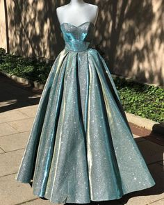 Pretty Prom Dresses, Prom Dresses For Teens, Prom Outfits, Ball Dresses, Elegant Dresses, Beautiful Dresses, Nice Dresses, Ball Gowns, Evening Dresses