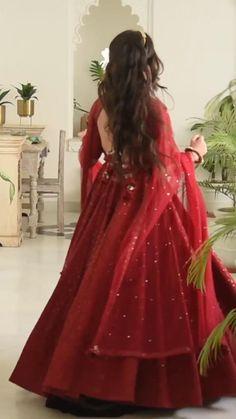Party Wear Indian Dresses, Designer Party Wear Dresses, Indian Gowns Dresses, Indian Bridal Outfits, Dress Indian Style, Indian Fashion Dresses, Indian Designer Outfits, Stylish Dresses For Girls, Stylish Dress Designs
