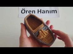 Converse Booties Making - Converse Booties Execution Video, Canım Anne - Yo . Video, shoes not in english Crochet Baby Sneakers by Croby Patterns - Salvabrani Watch this free video tutorial to learn how to make it booties sandals gift for a baby girl on Baby Converse, Booties Crochet, Knit Crochet, Crochet Baby Clothes, Crochet Baby Shoes, Crochet Patron, Baby Sneakers, Baby Boots, Crochet Videos