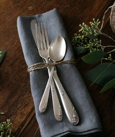 Diy Botanical Napkin Rings For Thanksgiving Gardenista Twine Napkin Rings - Spininc Rings Thanksgiving Tablescapes, Holiday Tables, Raw Bars, Pewter Grey, Bridesmaid Jewelry Sets, How To Make Diy, Bridal Sets, Humble Abode, Twine