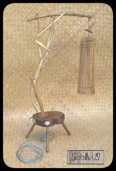 Luminaria de mesa (madeira de poda e palitos de coqueiro)