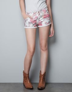 Zara Floral Shorts I wanna pair of floral shorts...they're pretty