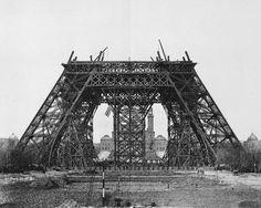 Projetada por Gustave Eiffel e hoje símbolo da França, torre foi apelidada na época de 'esqueleto sem graça' pelo escritor Guy de Maupassant