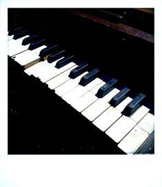 piano keyboard art pic