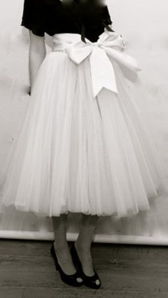 crushculdesac:    themogue:Vintage Glory—Tulle Skirt—LOVE by millicent