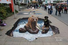 Um urso e um cão juntos no rio. | 29 obras de arte de rua 3D de dar nó na cabeça e que você precisa ver
