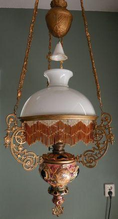 Majolica hanging oil lamp kerosene floral design with fringe Antique Light Fixtures, Antique Oil Lamps, Bathroom Light Fixtures, Vintage Lamps, Ceiling Fixtures, Brass Bathroom, Antique Brass, Victorian Lighting, Victorian Lamps