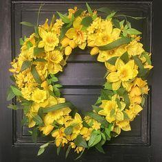 Spring Door Wreaths, Easter Wreaths, Summer Wreath, Wreaths For Front Door, Flower Wreaths, Tulips Flowers, Daffodils, Spring Flowers, Daffodil Craft