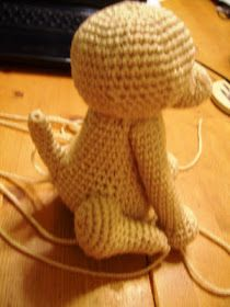 Novice Sandy on Knitting Paradise found this absolutely adorable pattern for an Amigurumi Yorkie . The only problem is the pat. Crochet Dragon Pattern, Crochet Keychain Pattern, Animal Knitting Patterns, Crochet Amigurumi Free Patterns, Stuffed Animal Patterns, Diy Crochet Amigurumi, Crochet Mouse, Crochet Dolls, Crochet Baby
