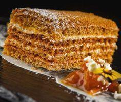 Испанский медовик: рецепт Медовик - классический домашний торт, рецепт которого в каждой семье передается из поколения в поколение. Ингредиенты для теста:- 125 г меда- 35 г сливочного масла...