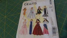 Fashion Dolls, Doll Clothes, Pattern, Crafts, Dressmaking, Manualidades, Patterns, Handmade Crafts, Model