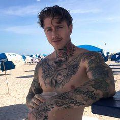 Chris Hemsworth Shirtless, Sexy Tattooed Men, Hot Guys Tattoos, Lycra Men, Bild Tattoos, Beautiful Men Faces, Fine Men, Man Photo, Attractive Men