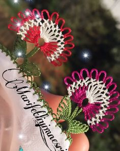 Crochet Flower Tutorial, Crochet Flowers, Odd Molly, Baby Knitting Patterns, Knitting Stitches, Christmas Wreaths, Christmas Bulbs, Needle Lace, Crewel Embroidery