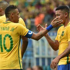 Neymar e Gabriel Jesus contra a Dinamarca (Foto: Nelson Almeida/AFP)