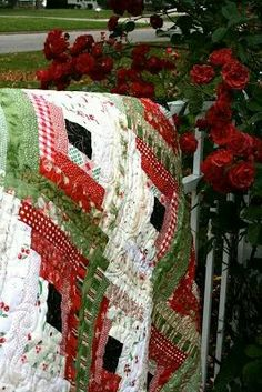 Log cabin Christmas quilt.  Want one!