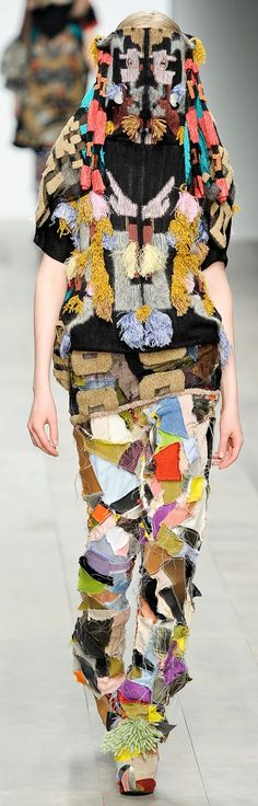 Now I know exactly what to do with my left over scraps of fabric! Will go perfect with my fall coat!
